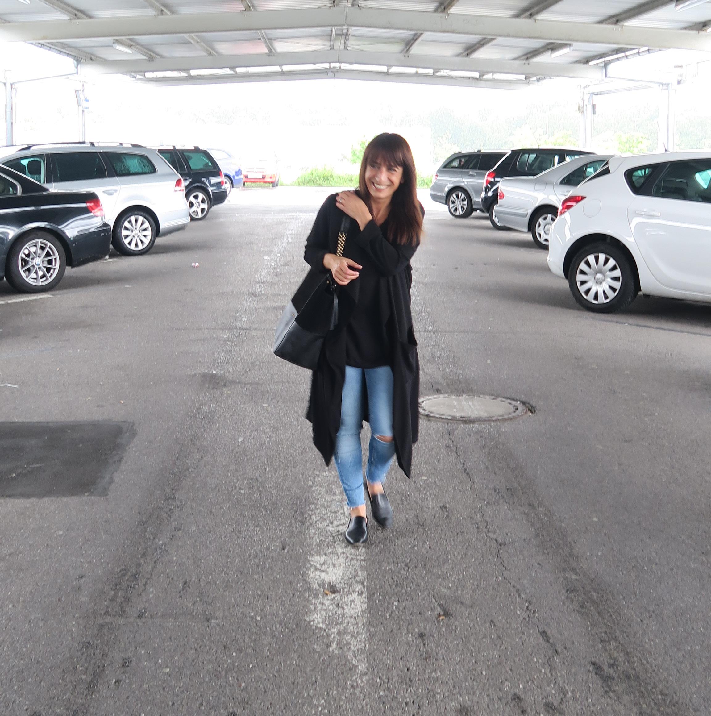 Streetfashion-Blogger-black-coat-loafer-style-fashion-modesalat-9