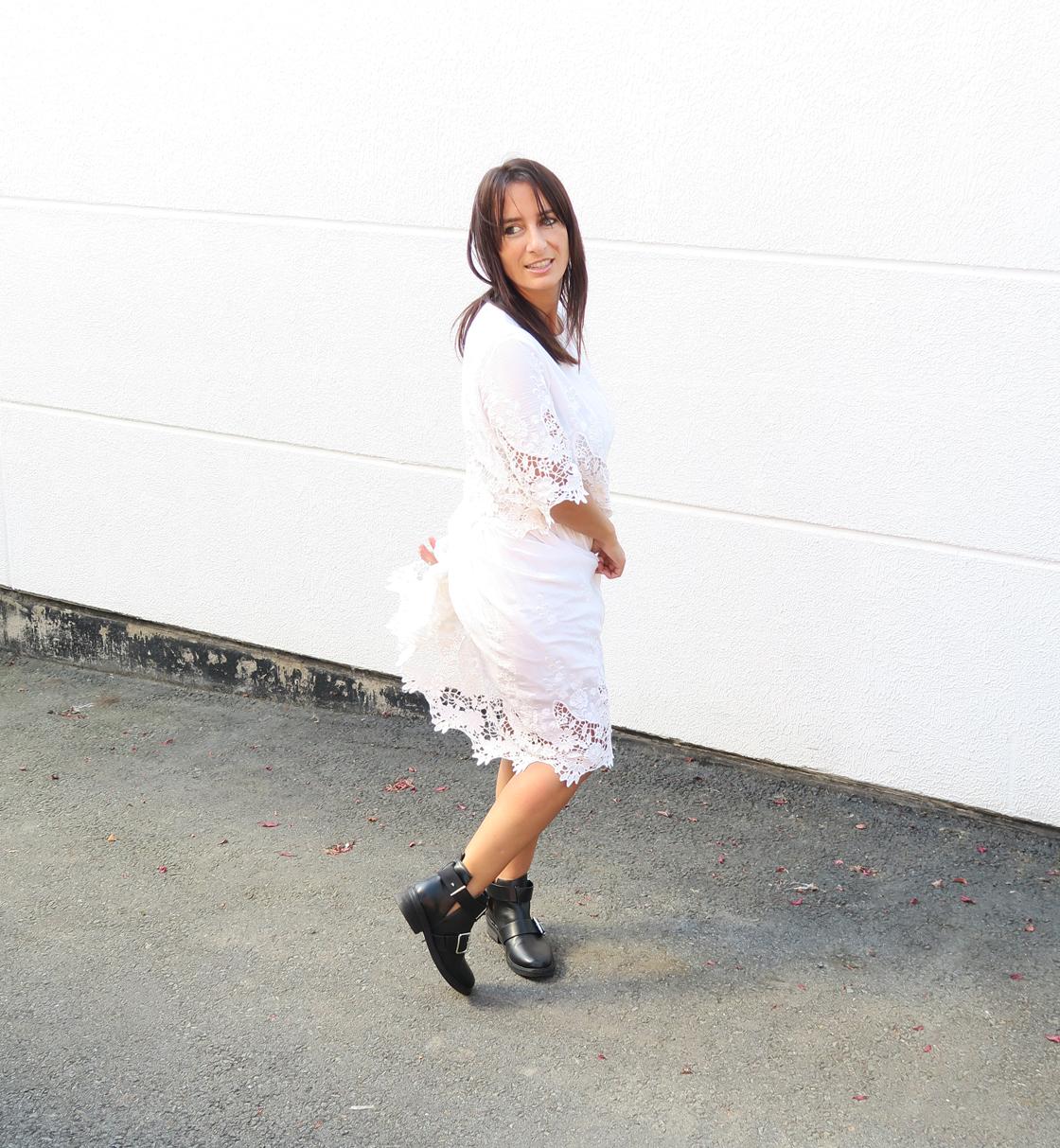 blogger-edited-style-look-bloggerstyle-spitzenkleid-dress-kleid-boots-bikerboots-3