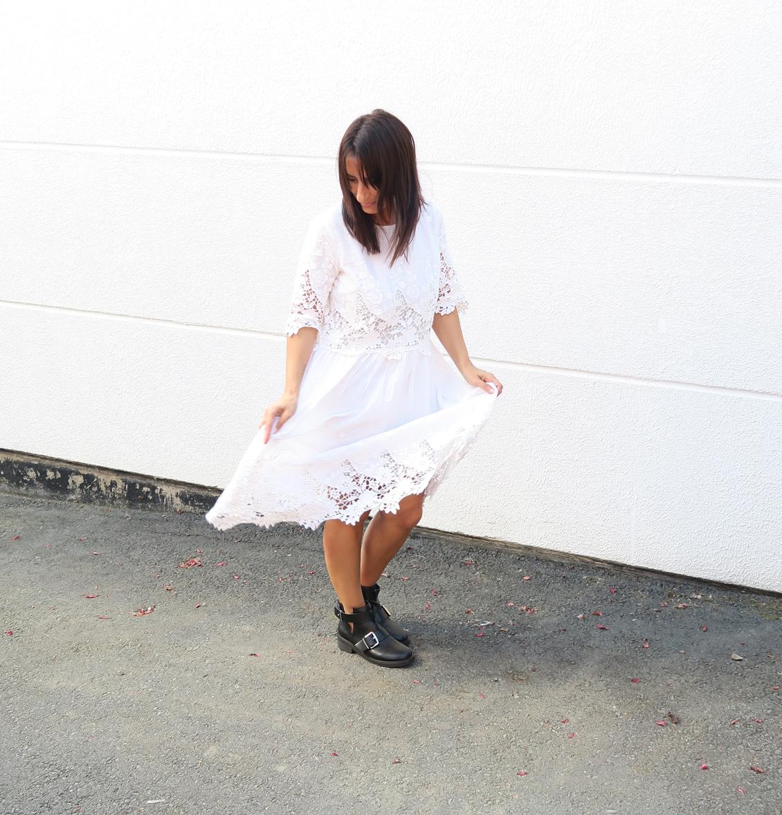 blogger-edited-style-look-bloggerstyle-spitzenkleid-dress-kleid-boots-bikerboots-4