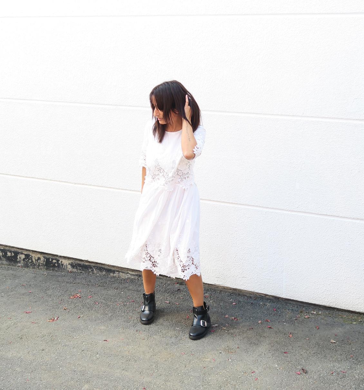 blogger-edited-style-look-bloggerstyle-spitzenkleid-dress-kleid-boots-bikerboots-5