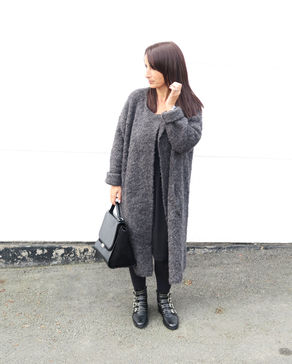 blogger-coat-grey-givenchy-boots-style-fashion-bloggerstyle-streetstyle-3