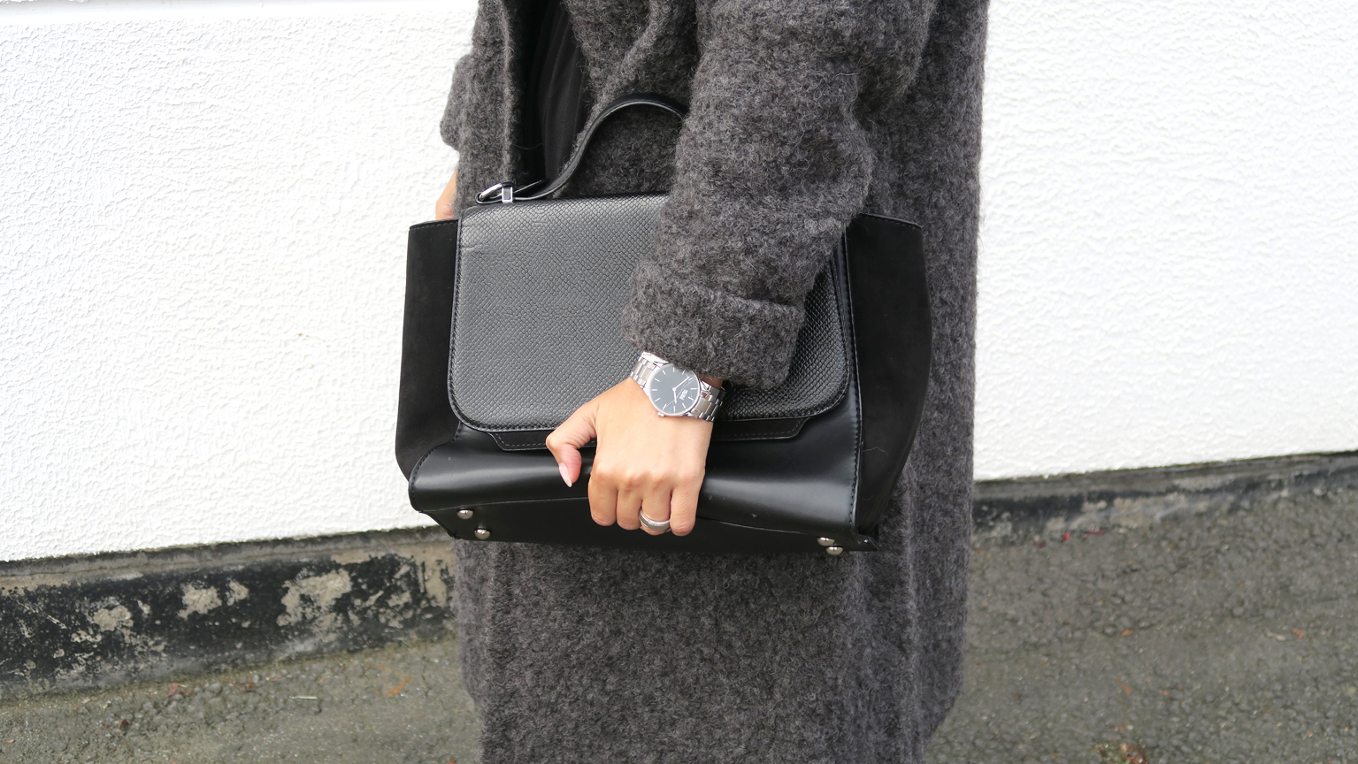 blogger-coat-grey-givenchy-boots-style-fashion-bloggerstyle-streetstyle-4