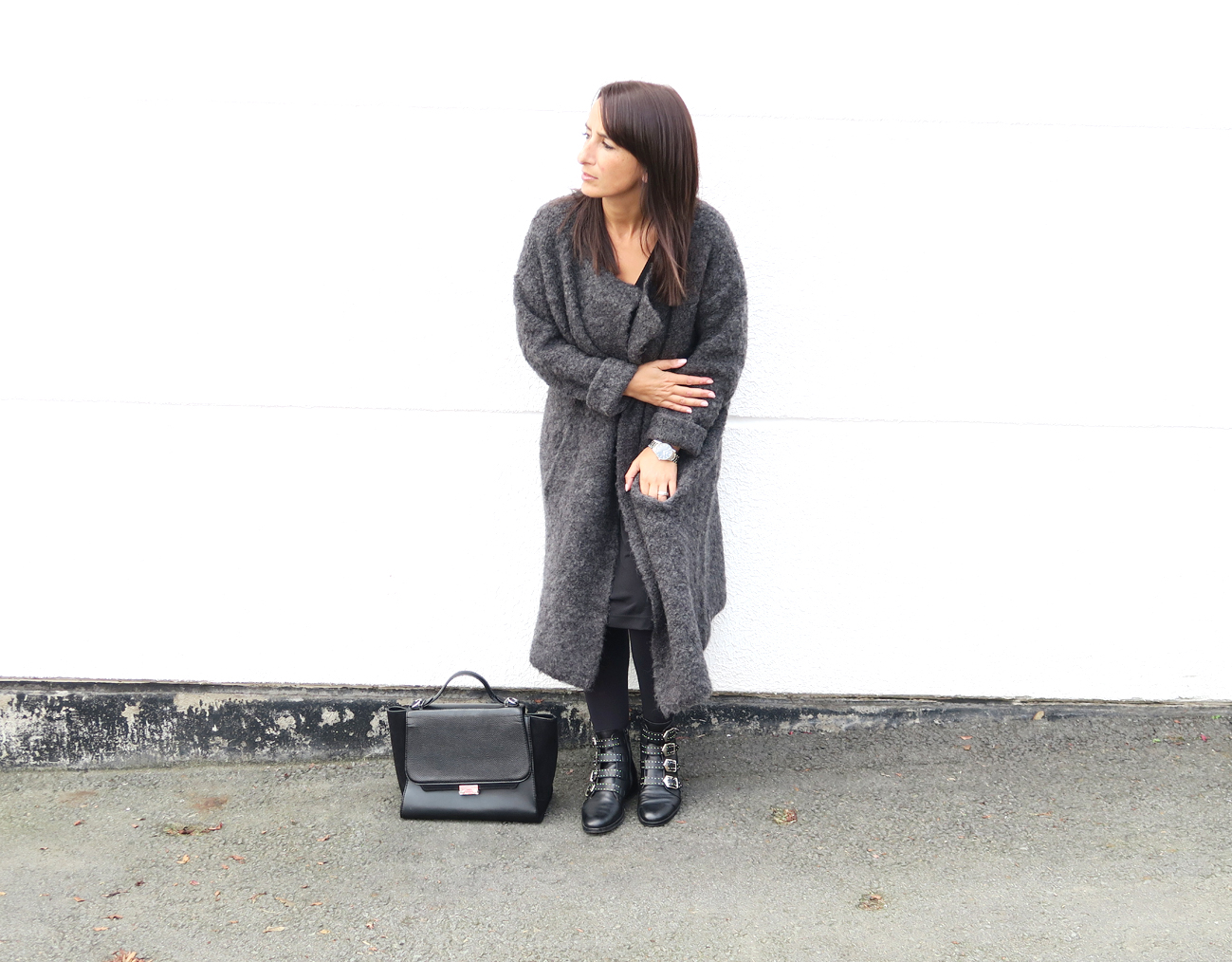 blogger-coat-grey-givenchy-boots-style-fashion-bloggerstyle-streetstyle-5