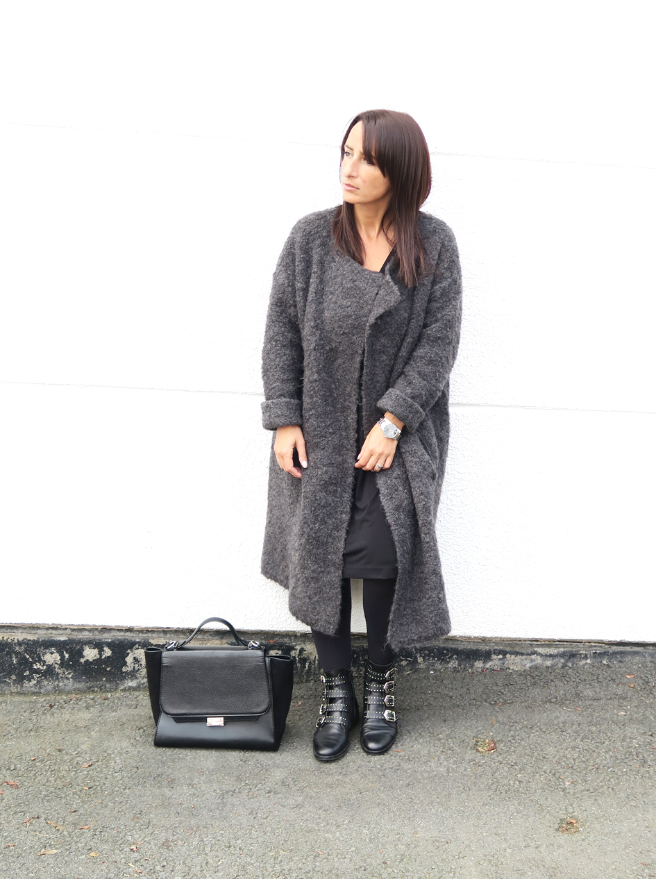 blogger-coat-grey-givenchy-boots-style-fashion-bloggerstyle-streetstyle-6