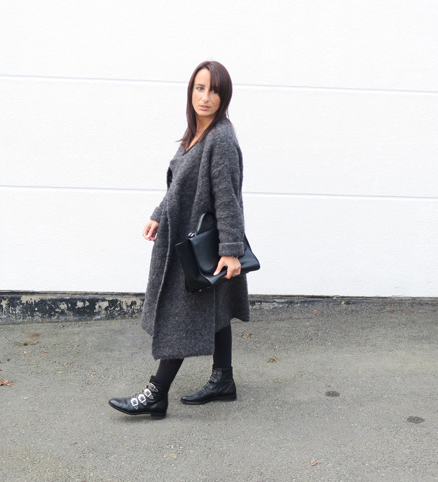 blogger-coat-grey-givenchy-boots-style-fashion-bloggerstyle-streetstyle-7