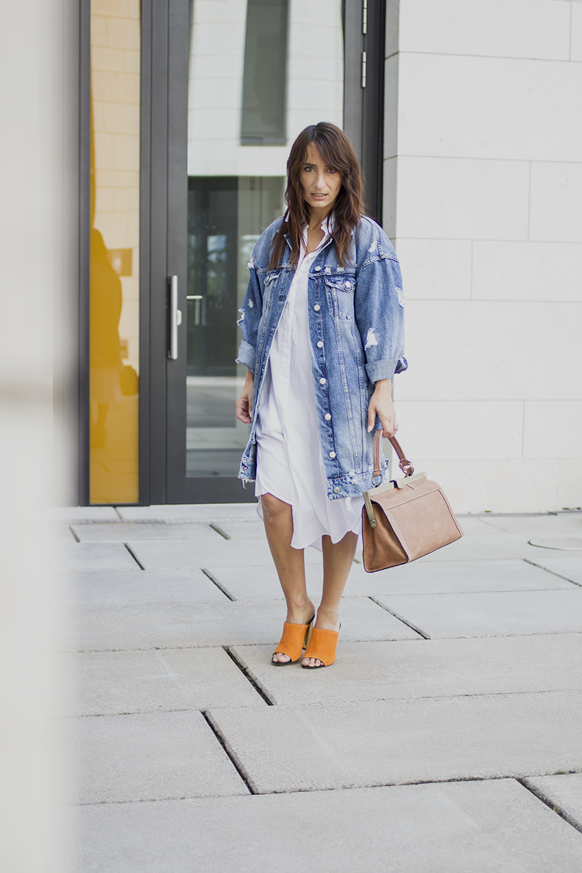 OUTFIT | WHITE DRESS, ORANGE HEELS, BOWLING BAG