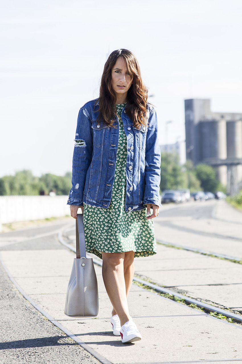 OUTFIT | Casual Chic, Ganni Dress, Jeans Jacket & Puma Sneaker