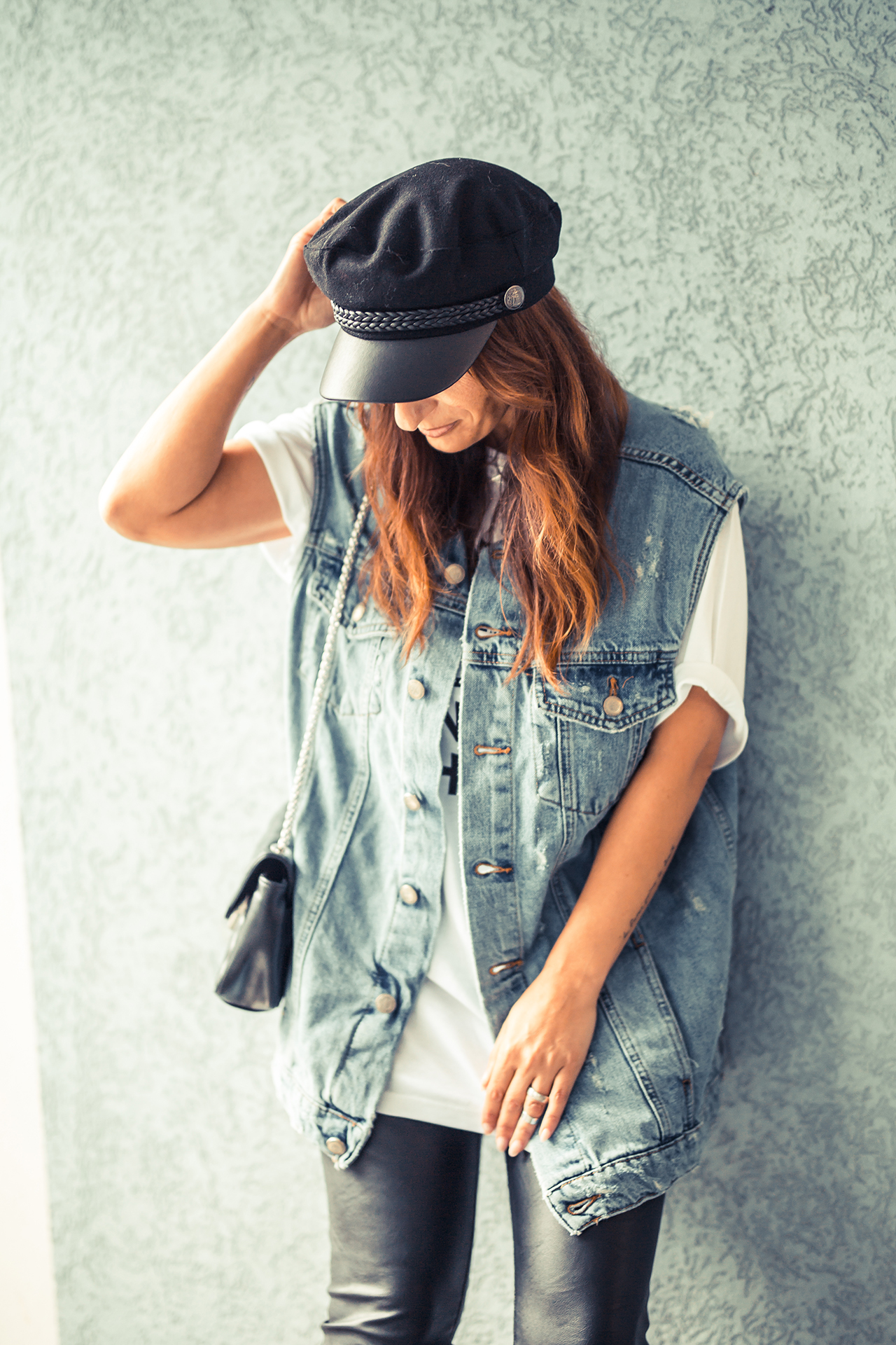OUTFIT | Streetstyle, Denim Jacket, Shirt and Leather High Heels
