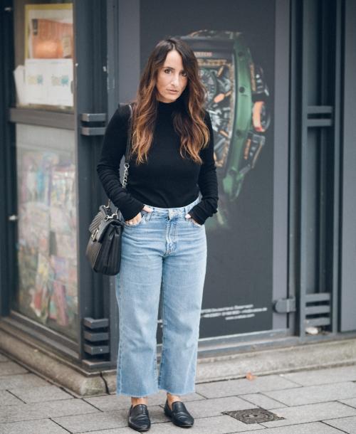 OUTFIT | Mom Jeans, Black Shirt, Loafer & Shoulder Bag