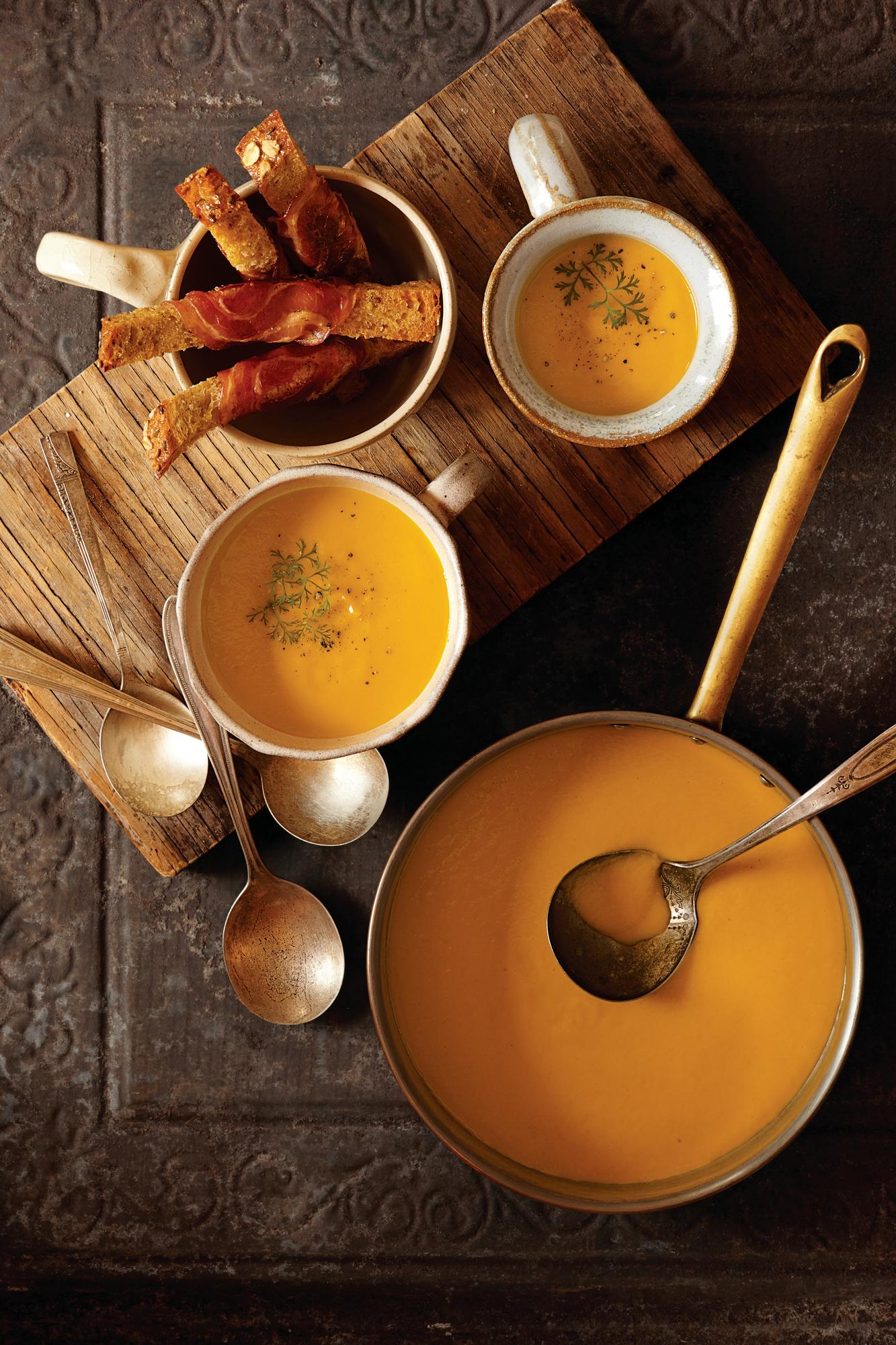 FOOD | REZEPT | KAROTTENSUPPE MIT PANCETTA‑CROUTONS