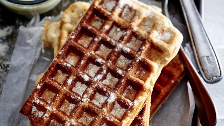 FOOD | Rezept | HASELNUSSWAFFELN MIT VANILLESOSSE UND GEWÜRZZUCKER