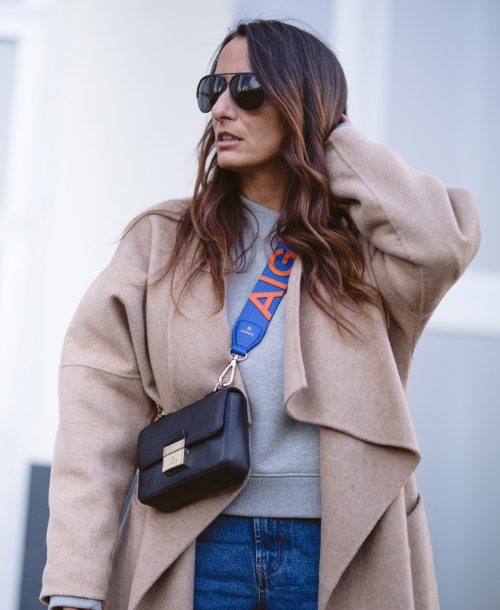 OUTFIT | Camel Coat x Cross Body Bag x Sneaker | STREETSTYLE