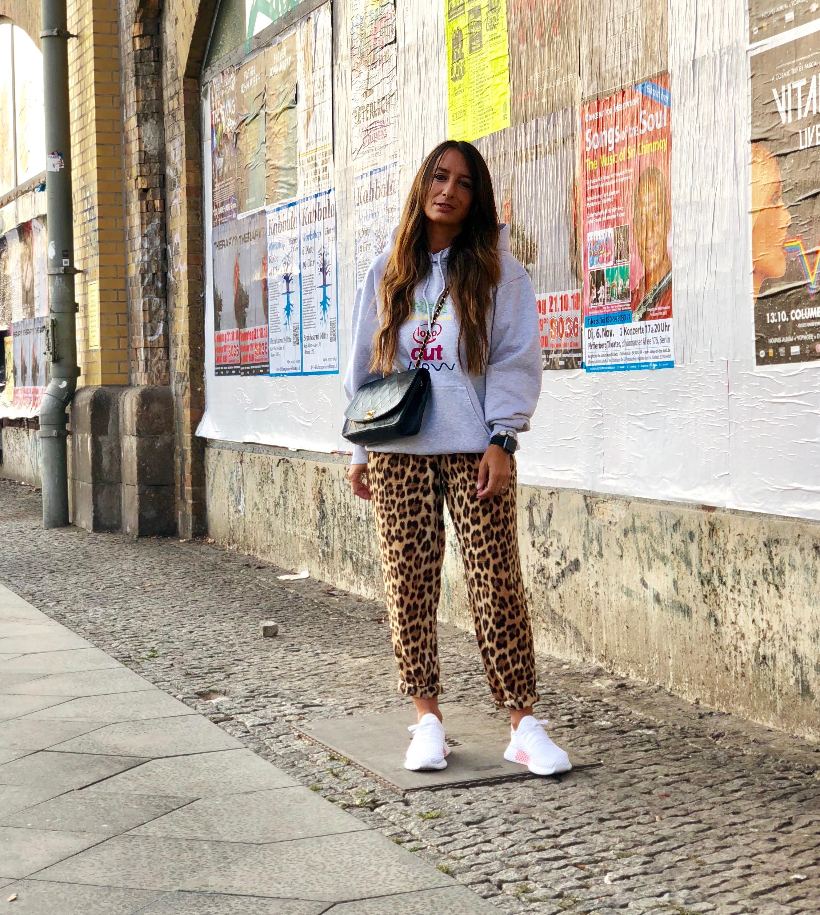 Balenciaga Hoodie x Leo Hose und über Instagram und Berlin