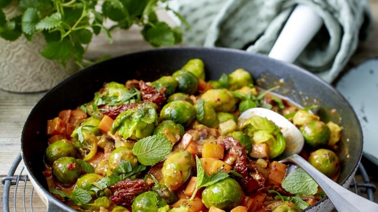 Food | Rezept | Schnelles Ratatouille mit Rosenkohl und Minze