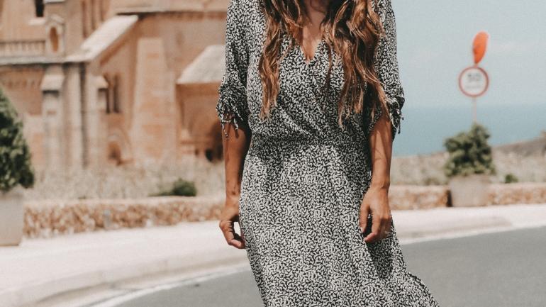 Sommerkleid lang auch bei kleinen Frauen
