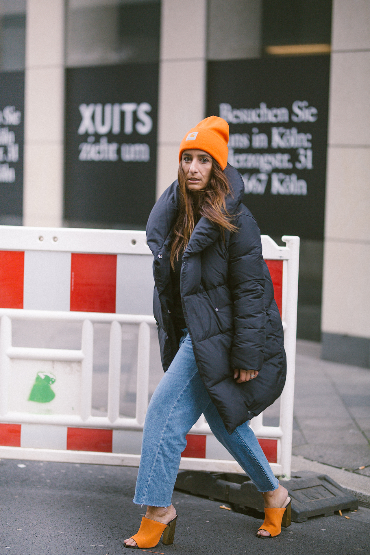 OUTFIT | STREETSTYLE PUFFER JACKET, BEANIE CARHARTT & MULES